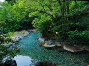 【しいばの湯】大空の下で四季折々の自然を楽しむことができます。無料・送迎あり