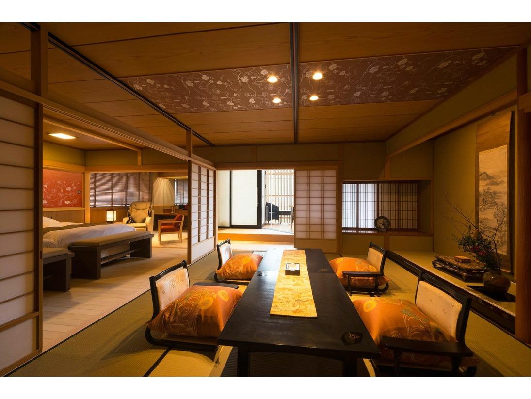 【プレミアム和洋室】和室+ベッドルーム+ダイニングに源泉かけ流しの露天風呂を備えたコーナールームです。加賀の伝統の和とモダンが融合したデザイン。「弁柄」は喫煙可能、「群青」は禁煙室 です。