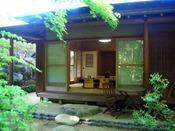 ライトアップされた庭園でのBBQは最高です・・・極みの家