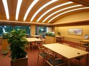 【食事会場】ゆったりとした空間で美味しい夕食を。
