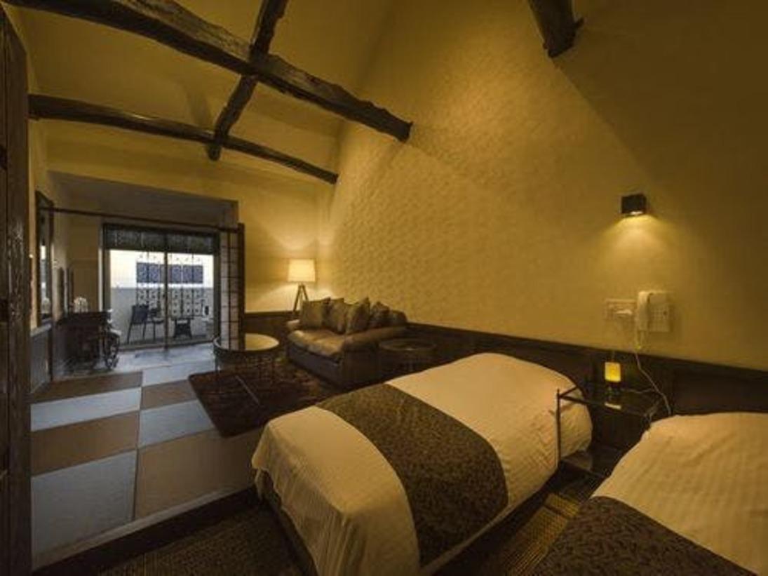 ◆3F 海一望露付客室~贅沢なひと刻~3Fは、吹き抜けに古材の梁が印象的な和モダンスタイル。絶景のテラスに設えた客室専用露天風呂に湯上りラウンジ、和室とベッドスペースを備えています。