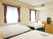 落ち着いたインテリアで統一された機能的なお部屋で、ご家族やご友人との滞在に最適です。