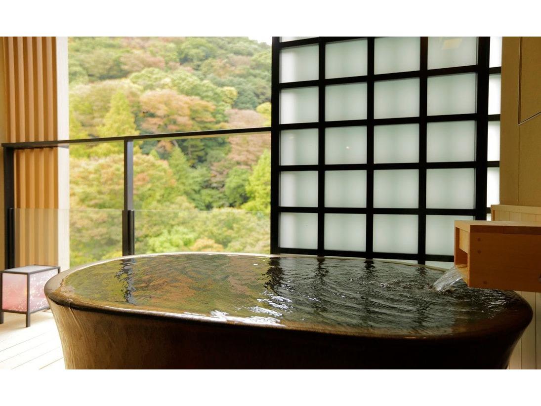 ハリウッドツインの客室露天風呂。須雲川の渓流の音とともに非日常空間を演出。