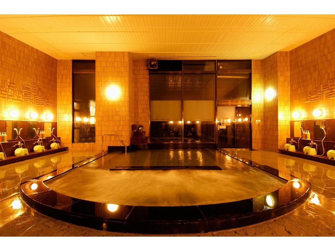 【本館大浴場(夜)】露天風呂、ジャグジー風呂、サウナ完備☆