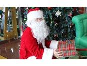 【クリスマスフェスタ(サンタがお部屋にやってくる)】お客様にご用意していただいたプレゼントを事前にお預かりし、サンタがお部屋までプレゼントをお届けいたします。 お日にち限定イベントです。