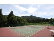 【テニスコート】ホテルから徒歩5分。冬季休業。