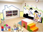 【キッズコーナー(無料)】小さなお子様の遊戯コーナーです。絵本や図鑑も置いてあります。 おむつ替えの台や授乳室、ウォーターサーバーもございます。 無料でご利用いただけますのでぜひご利用下さい。