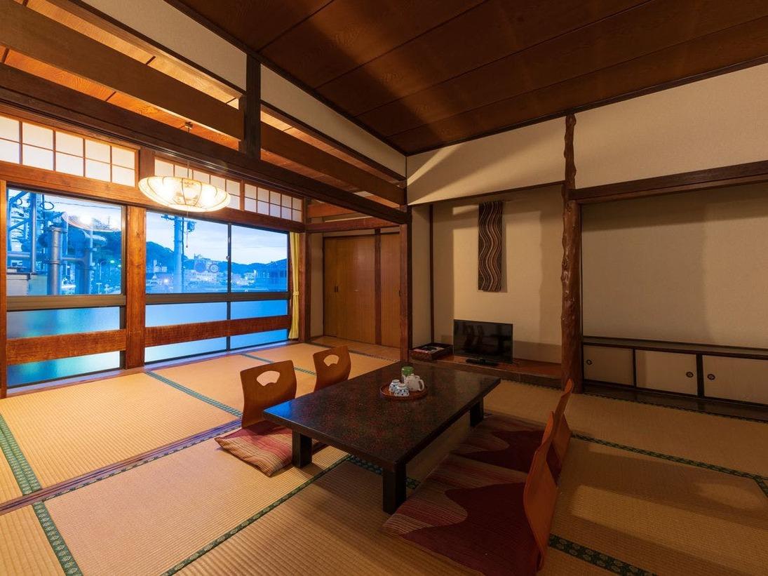【客室一例:和室12畳】畳の香りがほのかに薫るお部屋で、団欒のひと時をお過ごし下さい♪