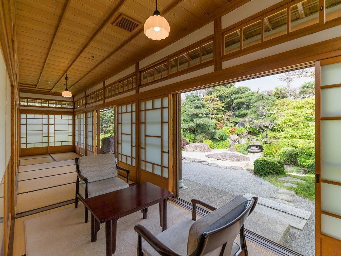 貴賓室は旧常茂恵時代の特別室を忠実に再現した総檜造り。