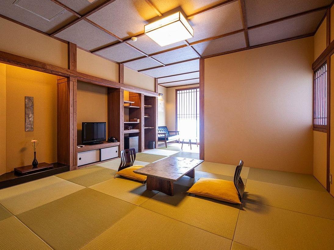 露天風呂付き客室【亀】 和室10畳に広縁、シャワールーム、ウォークインクローゼット付き