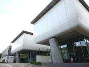 松山城跡内に建てられた参加創造型の美術館