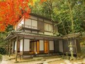 夏目漱石が松山市に赴任していた時の下宿先。名称は夏目漱石の俳号・愚陀佛に由来