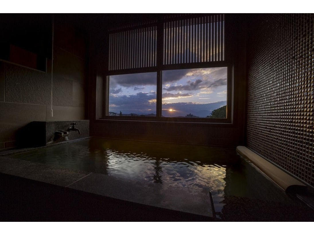 夕日を眺めながら入れる601号室「媛朱音(ひめあかね)」