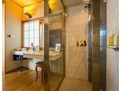 雲上楼『空』大浴場と同じ棟となる雲上楼の二階にあり、お部屋はもちろん露天風呂からの眺めは最高です。このお部屋は、2016年9月に第41回囲碁名人戦が開催され、井山名人に高尾九段が挑んだ舞台ともなりました。
