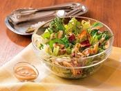 ■ご当地メニュー■ごま油、ねりごま、すりごまを贅沢に使用した濃厚なごまドレッシングです。素材の味をそのまま味わっていただきたいという想いから、添加物は使用しておりません。ごまの香ばしさと濃厚さを活かし、より野菜をおいしくお召し上がりいただけます。