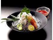 【お料理一例】秋が旬の「ハモ」。熟練の職人の技で食材の味より一層際立たせます。