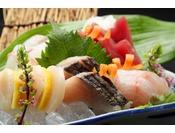 【お料理一例 地魚盛り合わせ】三河湾で獲れたて新鮮な魚介類を板長が最良の形でご提供いたします。