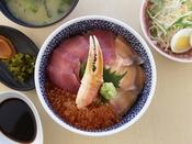 蒸し釜体験の夕食で選べる1品!よそ丼!!地元以外の魚を使った海鮮丼