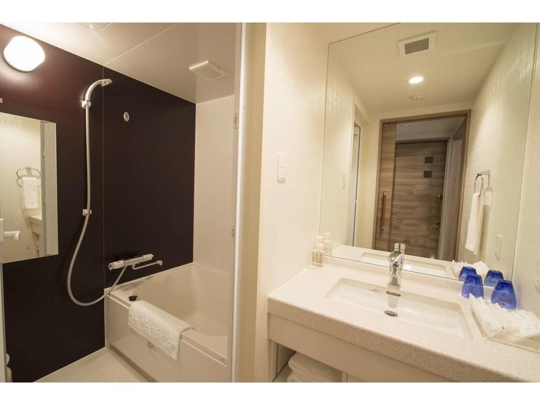 「バスルーム」ダブル・ツイン・ファミリー和洋室はバストイレ別々です。
