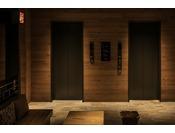 カードキーセンサー付きのエレベーター。宿泊フロア・ロビー・ランドリーフロア(2F)を選択できます。
