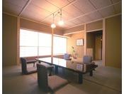 料亭「夕顔」純和風数寄屋造りのお座敷で頂く美味はまた格別です。