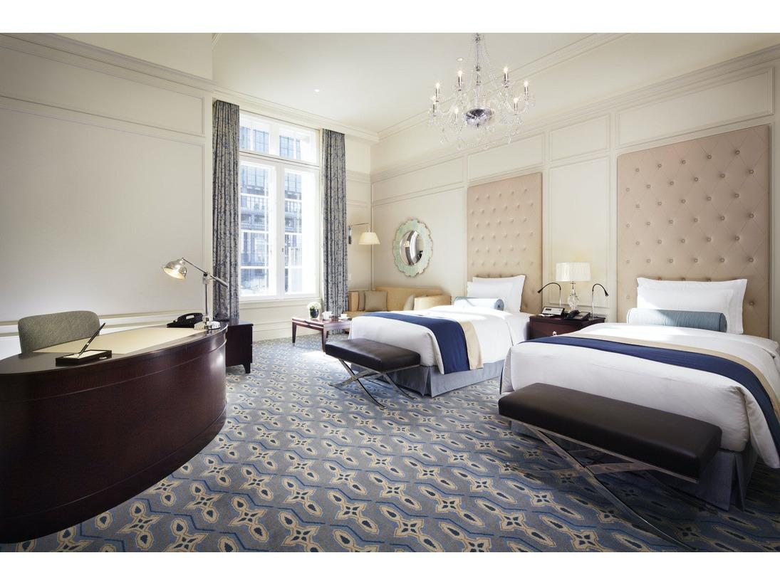 パレスビュー プレミアムツイン(52平米)イメージホテルの中央付近で丸の内側に位置する客室。開放感あふれる駅前広場と、皇居へと真っすぐ延びた行幸通りが目の前に広がります。