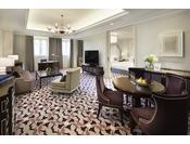 アンバサダースイートツイン(95平米)イメージ最上階にあたる4Fに2室しかない特別感のあるスイート。広いリビングとベッドルームに分かれており、ゆったりと心地良くお過ごしいただけます。