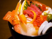 地元で獲れた魚介などピチピチに盛り付けました。田老の新しい名物にしたい『獲れピチ丼』!