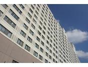 【ホテル外観】15階建 総客室数329室のオールシーズンリゾート。