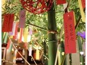 【季節のロビー装飾でお出迎え】(6・7月)七夕短冊に願いをこめて・・・。