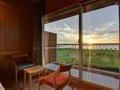 *【新館ネスト-サンセットビュー】夕陽100選に選ばれた景色をお部屋から堪能できる贅沢。