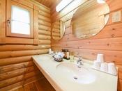 *【部屋(ログハウス)】洗面台も完備。本場海外から輸入した本格的なログハウス