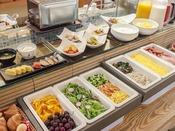 ■【朝食ビュッフェ】:1階レストランにてビュッフェスタイルでの朝食をお楽しみ下さい。