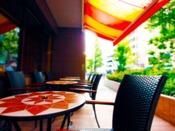 ■【 カフェ 北野ガーデン 】1F(朝食会場)広々としたおしゃれな店内に、テラス席もございます。