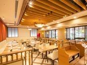■【 カフェ 北野ガーデン 】1F(朝食会場):広々とした店内で、ゆっくりとお食事をお楽しみ下さい。