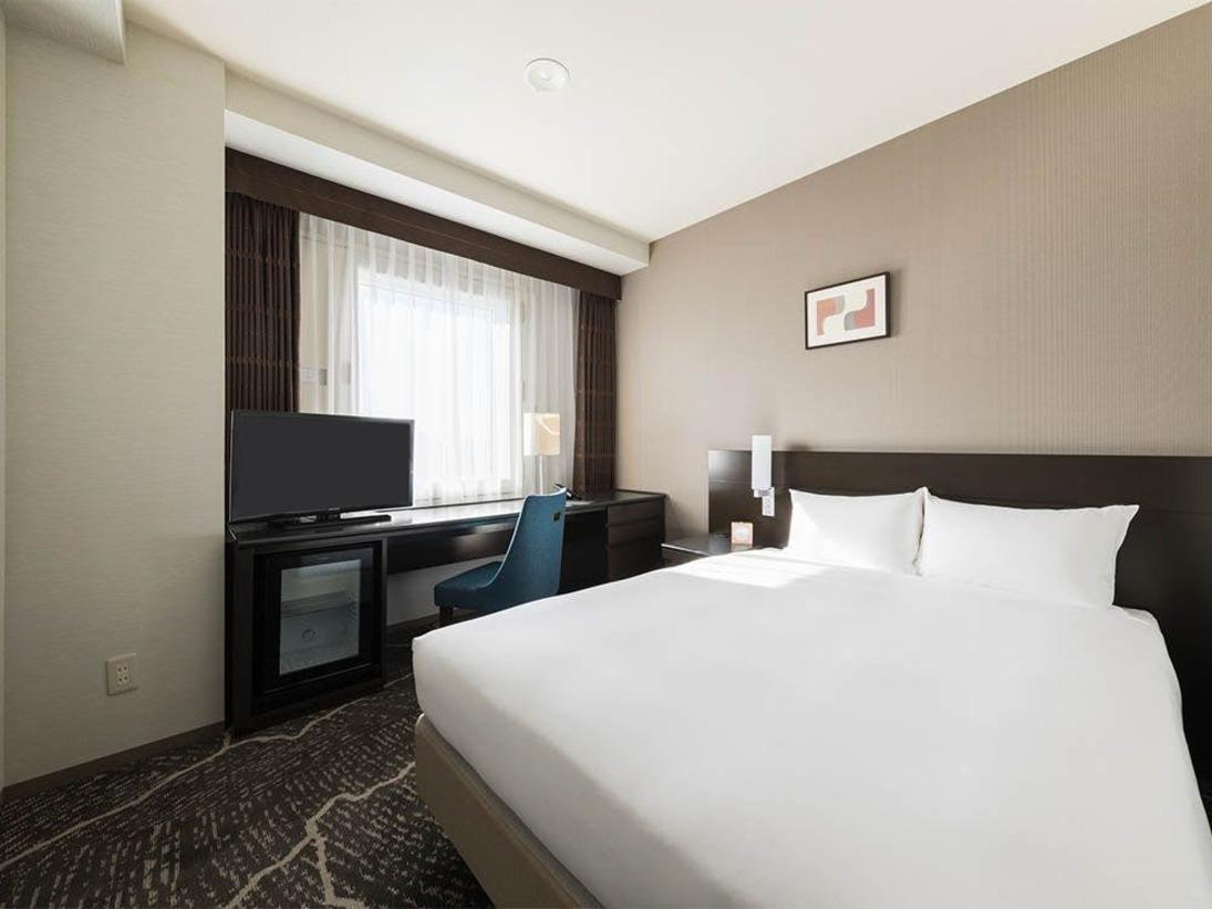 【客室】シングルルーム・部屋広さ…16平米・宿泊人数…1-2名・ベッド幅…140cm
