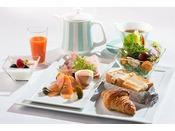野菜から卵料理まで、バランスの摂れた程よいボリュームのセットムニュ ナチュール  2,430円(消費税込、サービス料別) 提供時間:8:00~10:00