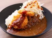 金沢風カレー(イメージ)【1Fレストラン朝食◆6:30~9:30(LO9:00)】ドロっとした濃厚なルーにカツを載せた金沢のB級グルメ。