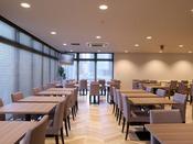 朝食レストラン会場(1F:テラス席含め78席ございます)