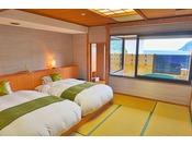 駿河湾に面した「半露天風呂付・モダン和室」
