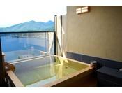 専用露天風呂は2016年7月新設の檜風呂