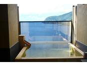 駿河湾に面した客室露天風呂からの眺め