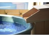 客室の露天風呂は源泉掛流し