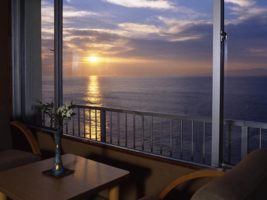 お部屋はすべてオーシャンビュー 晴れた日には朝陽も見えます。