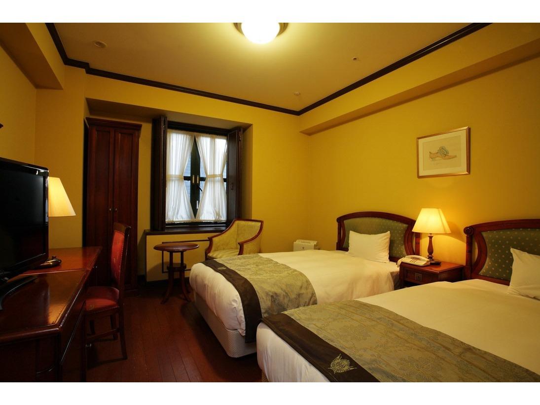 【ツインルーム】ヴィエンナトラデショナルフロアのツインルームです。・全室シモンズベッドを使用・加湿機能付き空気清浄機を完備