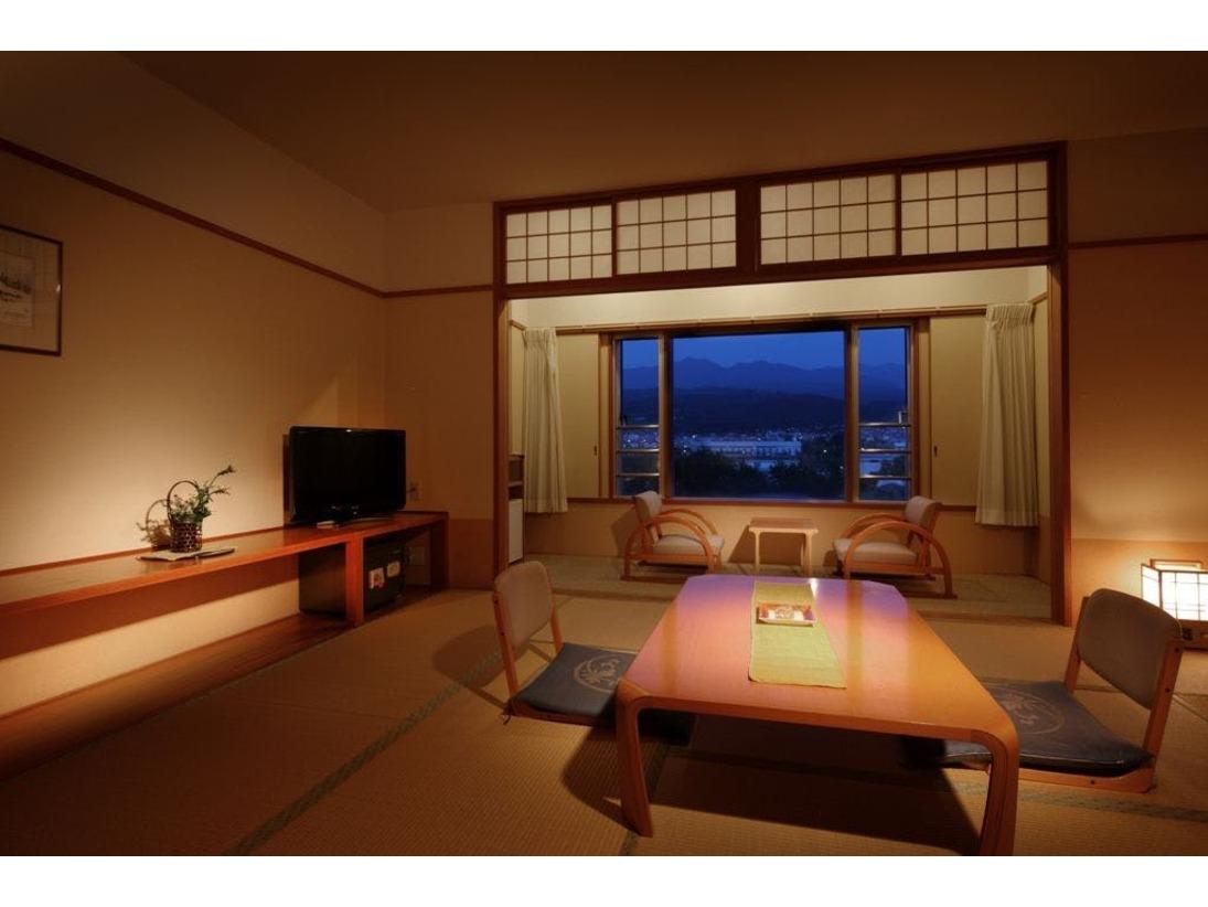 【和室】全室蔵王連峰側。3階4階にあり、すべてのお部屋から蔵王連峰をご覧いただけます。
