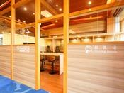 【コワーキングスペース&授乳室】ロビーの一角にあるスペースはお仕事や読書に最適♪