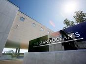 【The Grand Ocean's】清潔感と高級感を兼ね備えた外観。専用玄関よりお入りください。