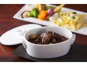 旧フレンチレストラン「ばら」で食通にも愛されたビーフシチューを、さらに洗練させた味わいでご提供いたします。