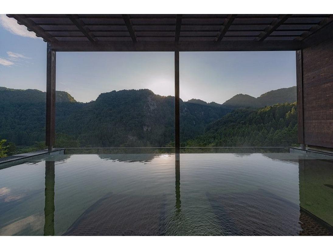 響渓谷を眺める湯 雄大な響渓谷に面した絶景の湯です。